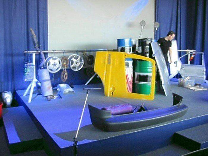 Kunst mit Fahrzeugteilen
