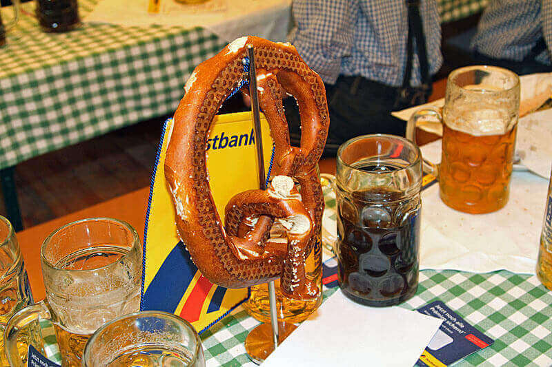 Oktoberfest mit Trachtenausstattung