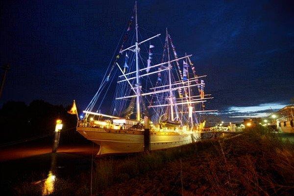 Mitarbeiter-Jubiläum auf einem Segelschulschiff in Bremen