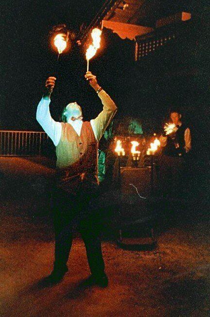 Fackeln und Feuerspucker